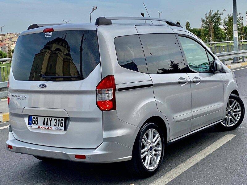 Ford Tourneo Courier Kombi 1.5 TDCI Titanium