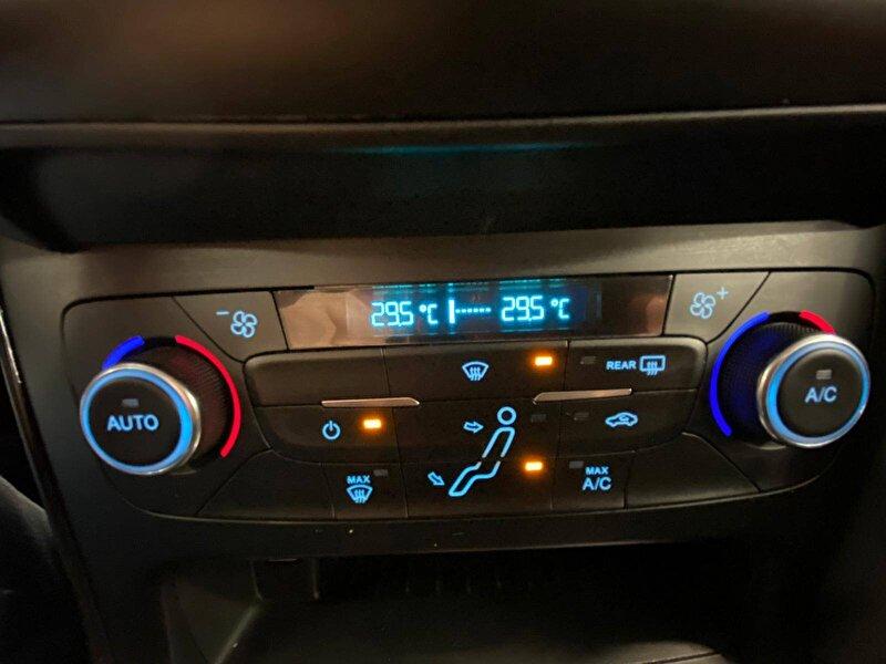 Ford Focus Sedan 1.5 TDCI Titanium Powershift