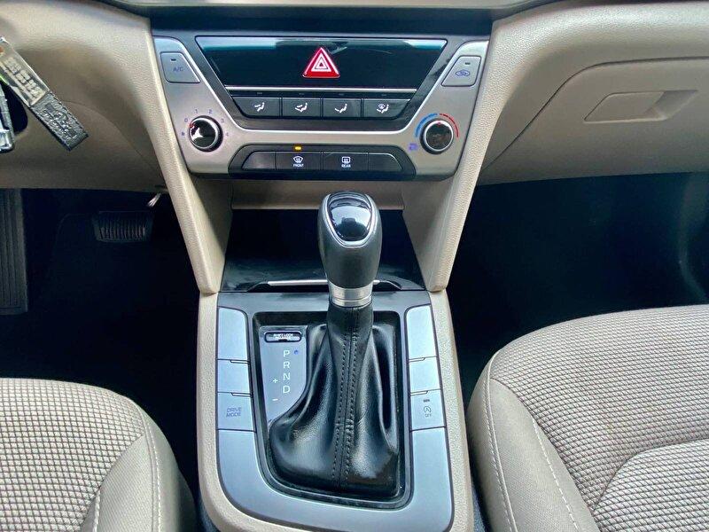 Hyundai Elantra Sedan 1.6 CRDI Style Plus DCT