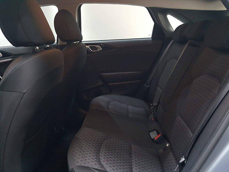 Kia Cee'd Hatchback 1.6 CRDI Elegance DCT