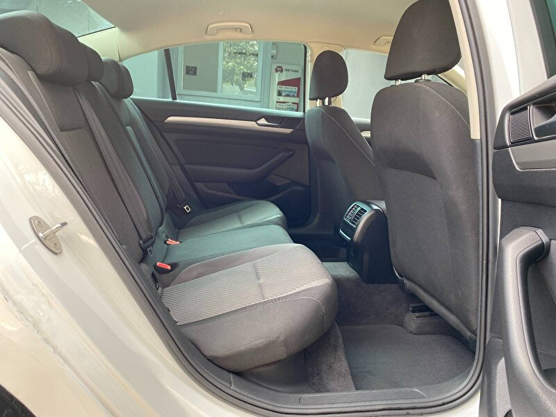 Volkswagen Passat Sedan 1.6 TDI BMT Impression DSG
