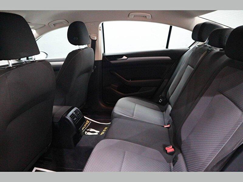 Volkswagen Passat Sedan 1.6 TDI BMT Trendline DSG